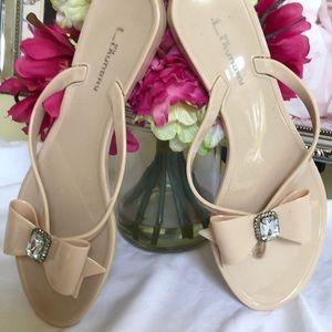 Shoes - Super cute bow flip flops with gem center 💎